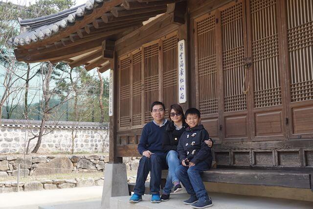 Foto Bersama keluarga di Seoul